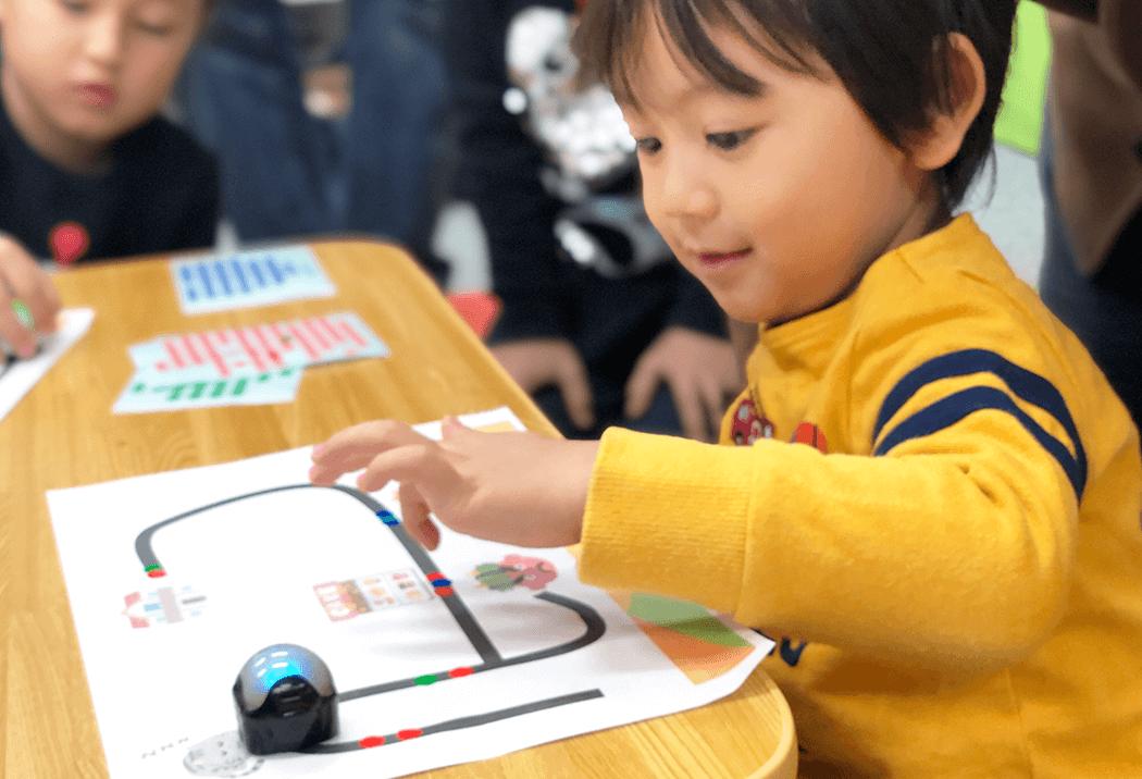オゾボットでプログラミングを学ぶ生徒さん